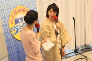 月の輪酒造店の横沢裕子さん(写真右)