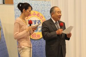 野村胡堂・あらえびす記念館館長野村晴一さん(写真右)と村上由利子アナウンサー(写真左)